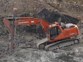 Doofor DF538L hydraulic rock drill in action